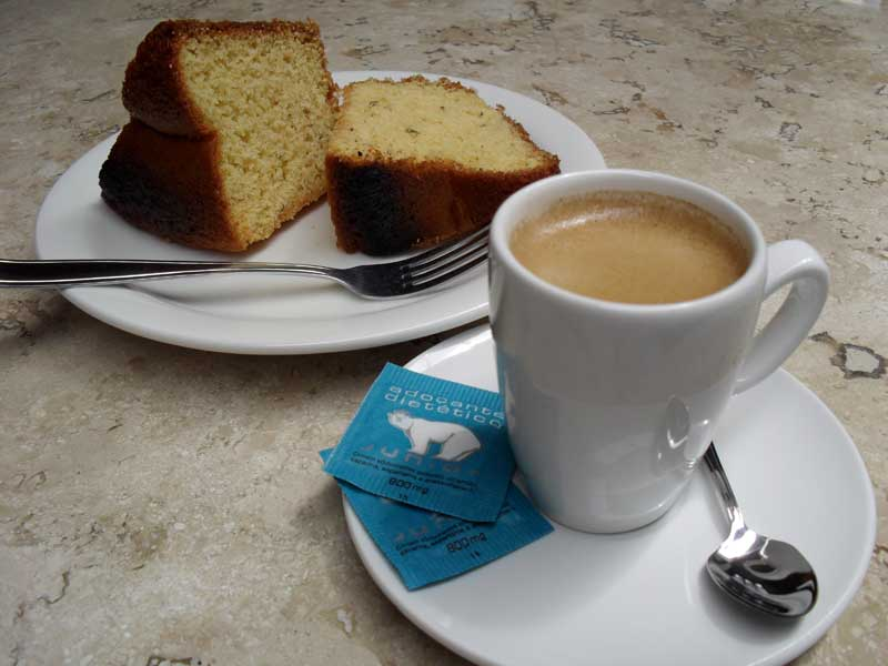 Café 'Espresso' com Broa de Fubá